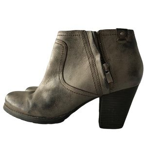 Clarks Mission Halle Distressed Booties Size 9